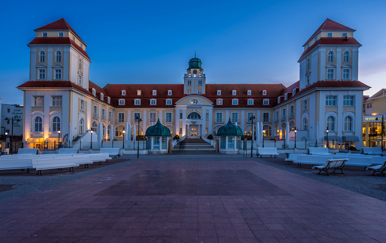 Фото Германия Travel Charme Kurhaus Binz отеля Вечер Скамейка город Отель гостиницы Гостиница Скамья Города