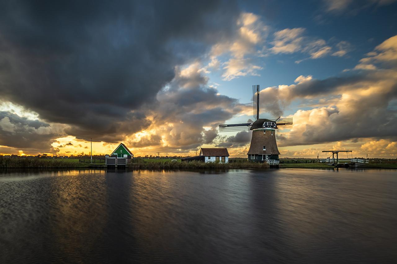 Картинка голландия ветряная мельница Krommeniedijk Природа Водный канал Облака Нидерланды мельницы Мельница облако облачно