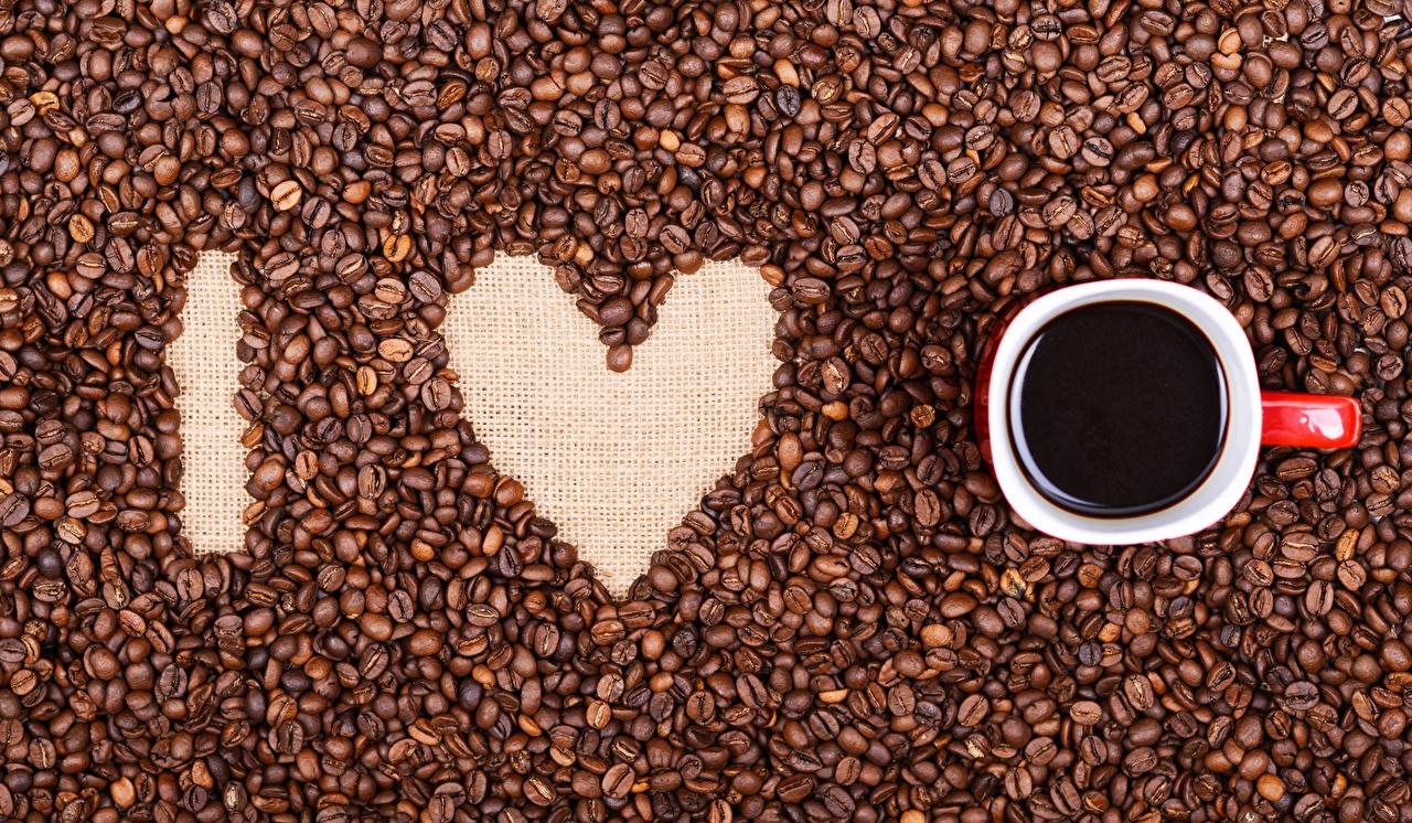Фотографии День святого Валентина Сердце Кофе Зерна Чашка Продукты питания День всех влюблённых сердечко Еда Пища