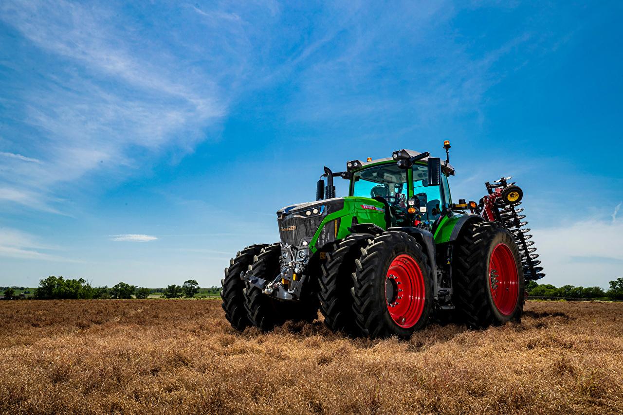 Картинки Трактор Fendt, 942, Vario зеленая Небо Поля тракторы трактора Зеленый зеленые зеленых