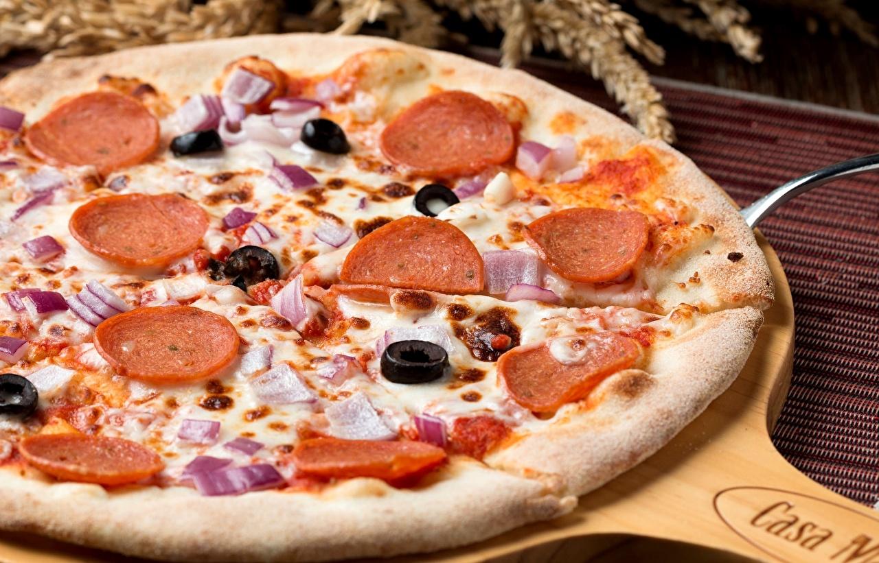 Фото Пицца Оливки Колбаса Еда Крупным планом Пища Продукты питания вблизи