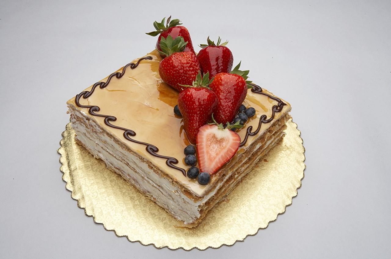 Фото Торты Клубника Еда сладкая еда Цветной фон Пища Продукты питания Сладости