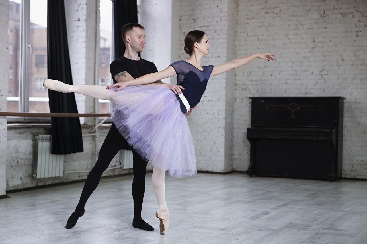 Картинки юбке шатенки балета мужчина два молодая женщина Руки Юбка юбки Шатенка Балет балете Мужчины 2 две Двое вдвоем девушка Девушки молодые женщины рука