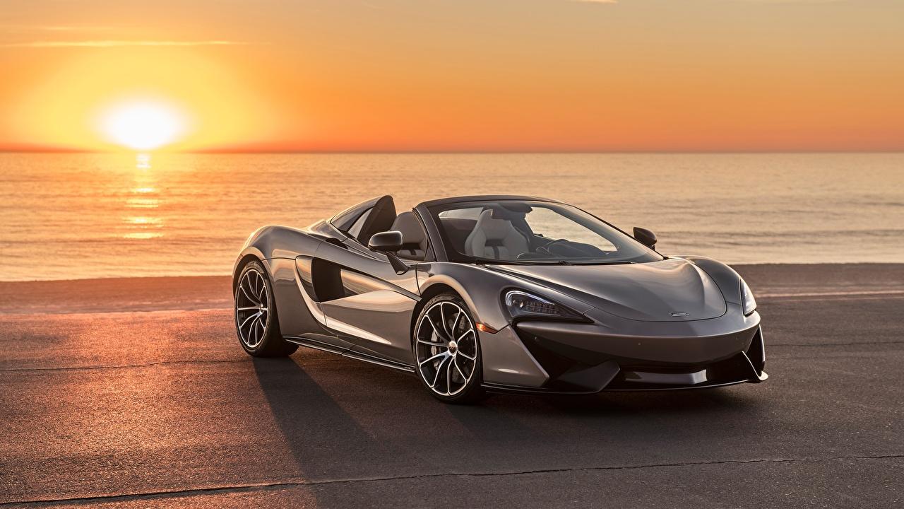 Картинки Макларен 570S 2018 Spider Родстер серые Рассветы и закаты Автомобили McLaren Серый серая рассвет и закат авто машина машины автомобиль