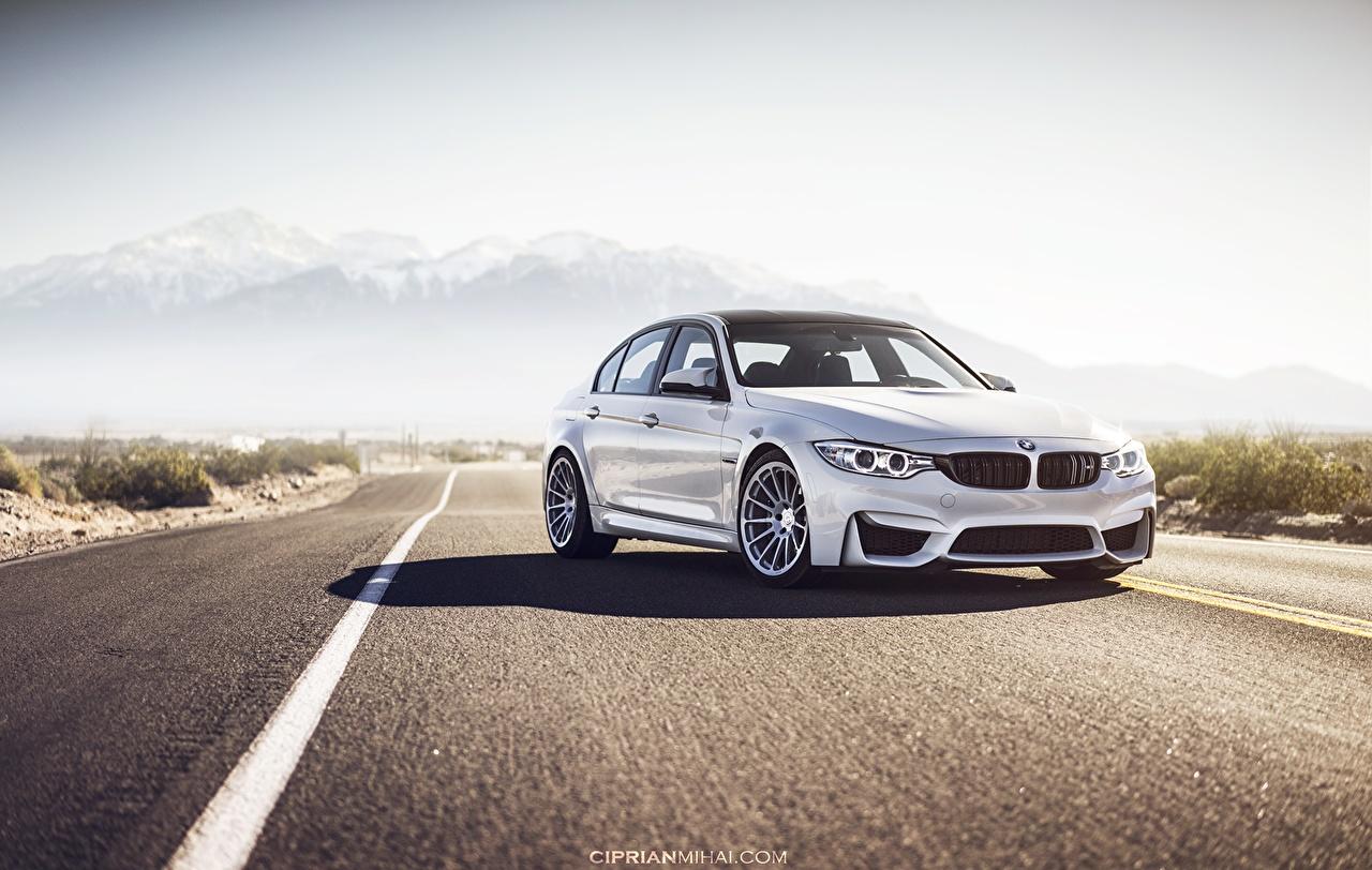 Картинка БМВ M3 F80 белая Дороги машины асфальта BMW Белый белые белых авто машина Асфальт Автомобили автомобиль