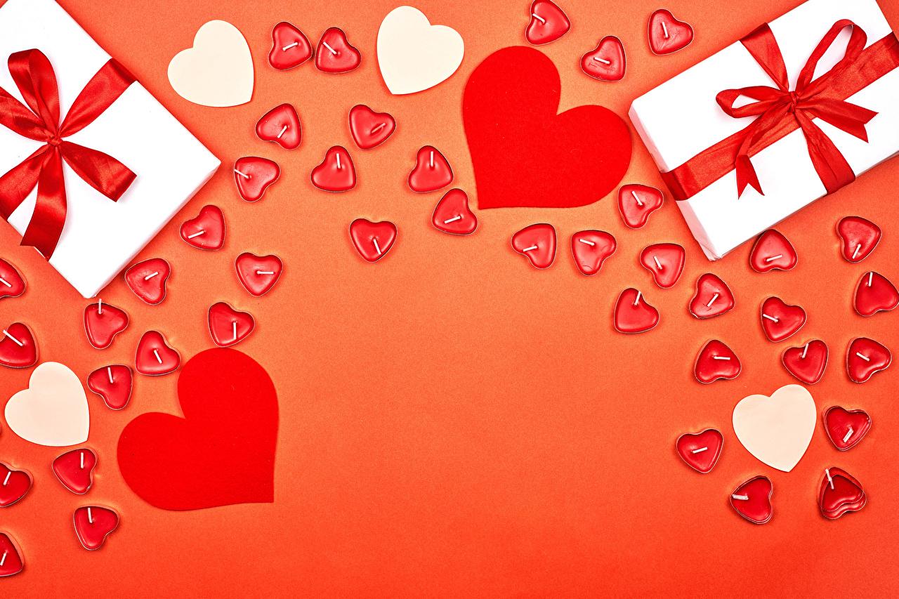 Картинки День святого Валентина Сердце подарок бант Свечи Шаблон поздравительной открытки Красный фон День всех влюблённых серце сердца сердечко Подарки подарков Бантик бантики красном фоне