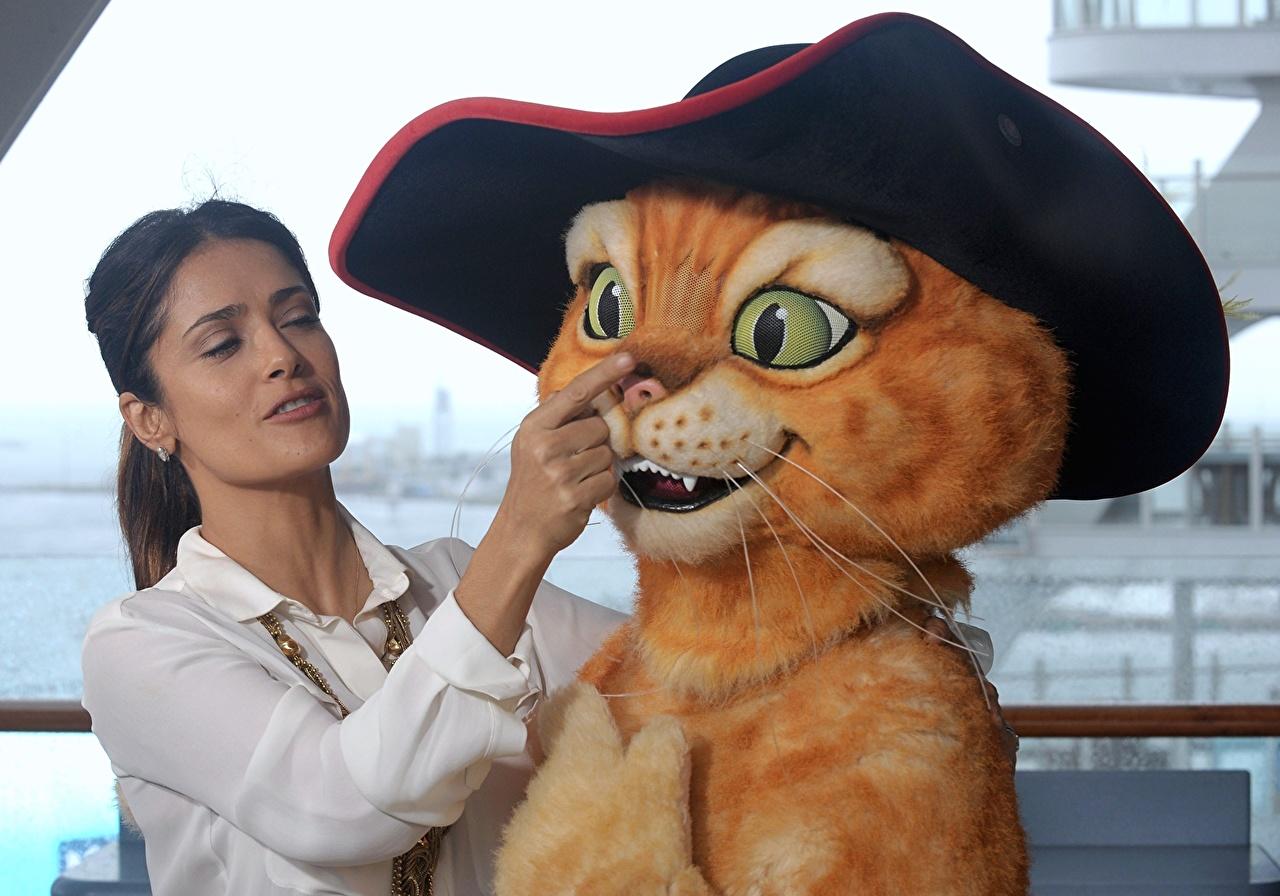 Обои для рабочего стола Сальма Хайек кот из шрека Знаменитости Salma Hayek