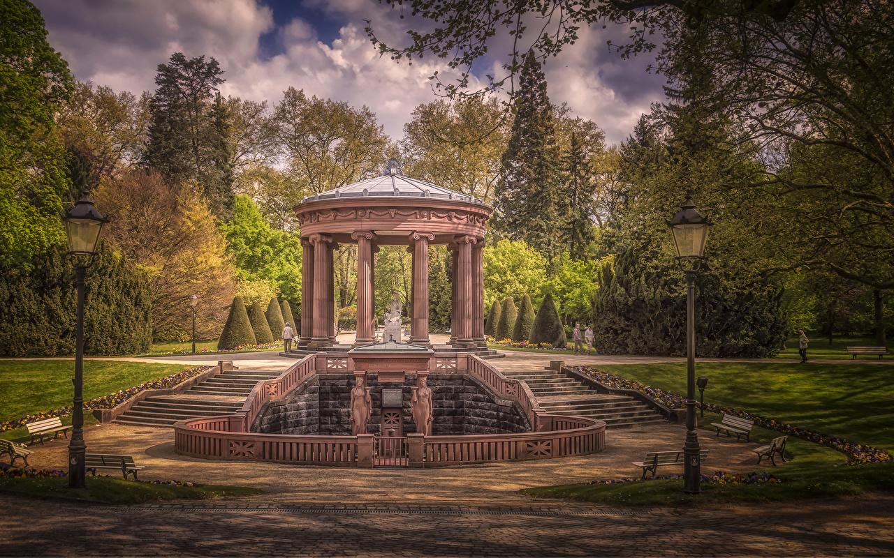 Фотография Германия колонны Kurpark Bad Homburg HDRI Природа парк Уличные фонари деревьев Скульптуры Колонна HDR Парки дерево дерева Деревья скульптура
