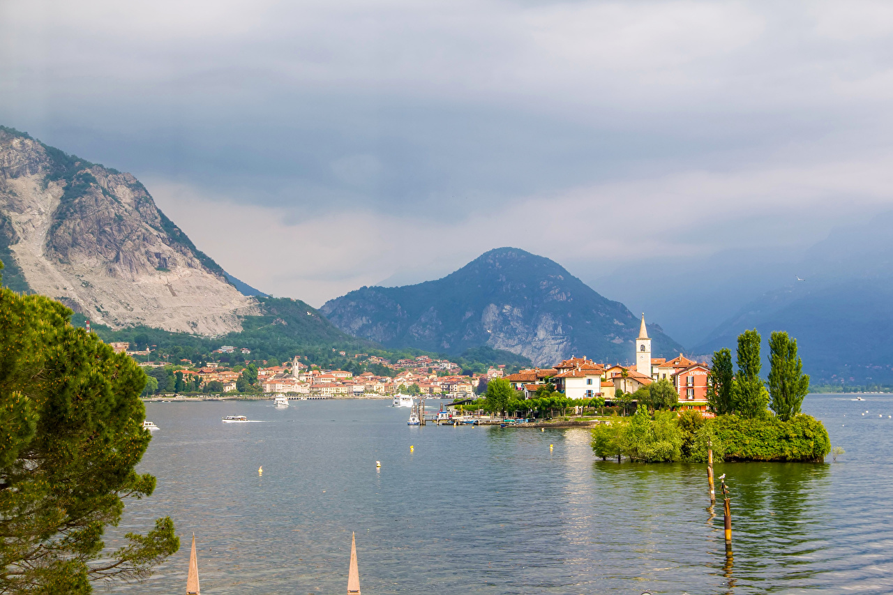 Обои для рабочего стола Италия Lake Maggiore Горы Природа Озеро Здания гора Дома