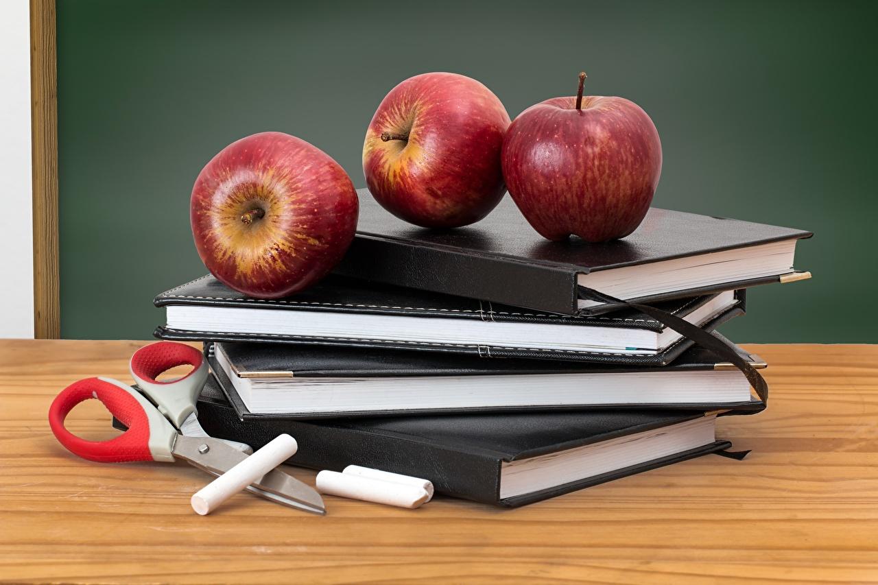 Обои для рабочего стола школьные Яблоки Еда Книга Фрукты Школа Пища книги Продукты питания