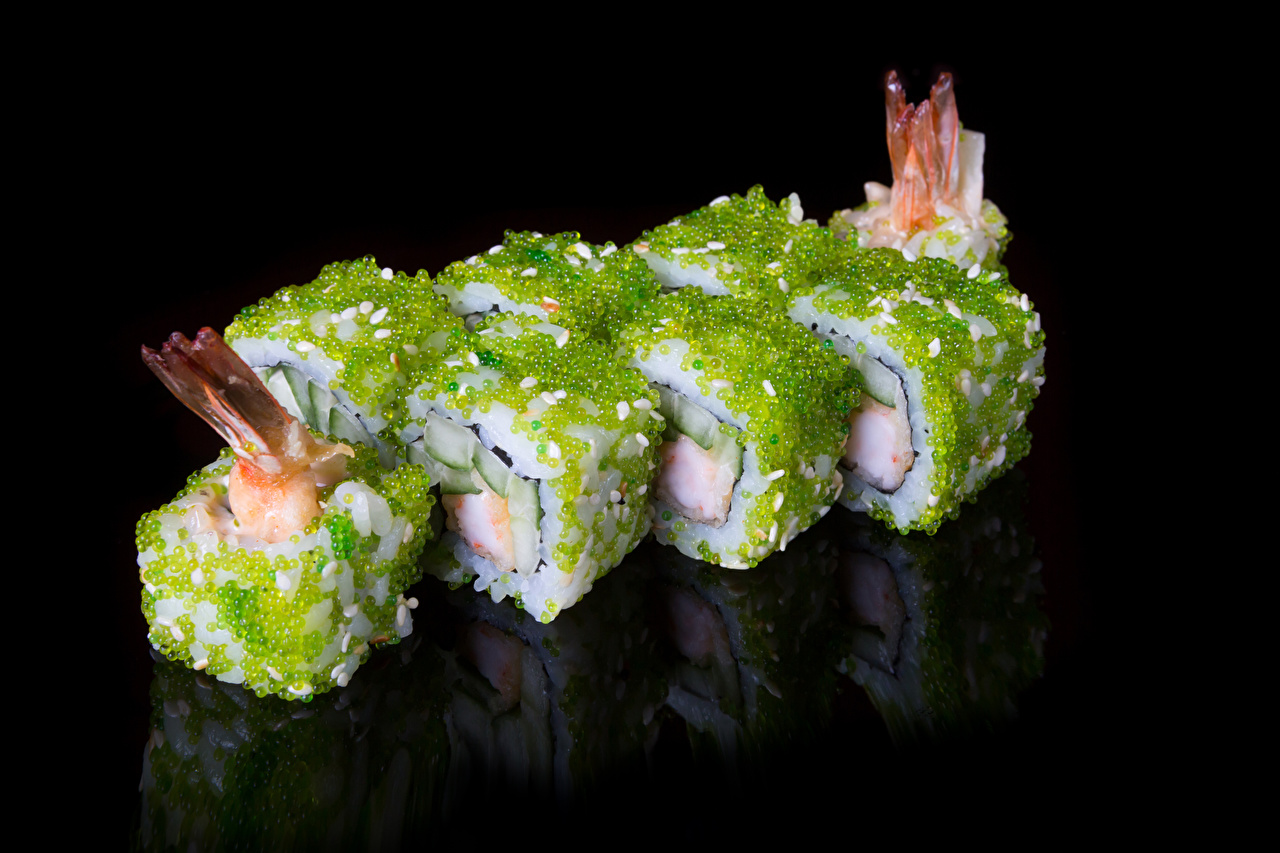 Обои для рабочего стола суси Пища Черный фон Морепродукты Суши Еда Продукты питания на черном фоне