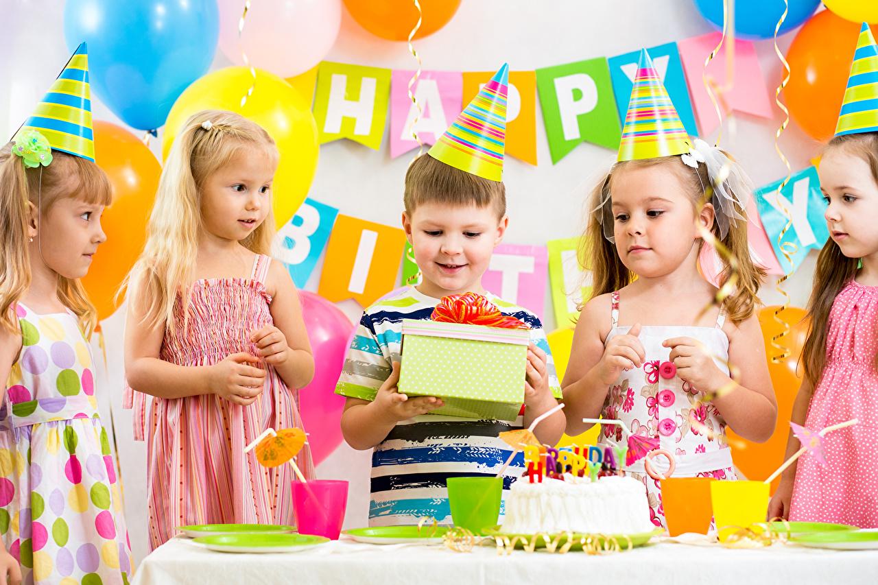 Фотография Девочки День рождения мальчишка Дети Подарки девочка мальчик Мальчики мальчишки Ребёнок подарок подарков