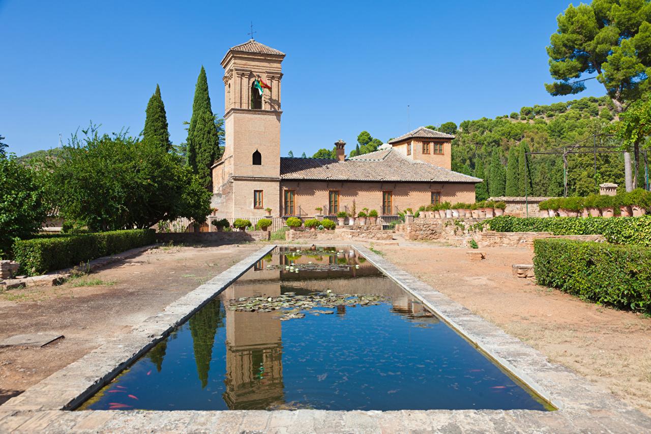Обои Церковь Испания Alhambra Granada Пруд Парки Храмы Города