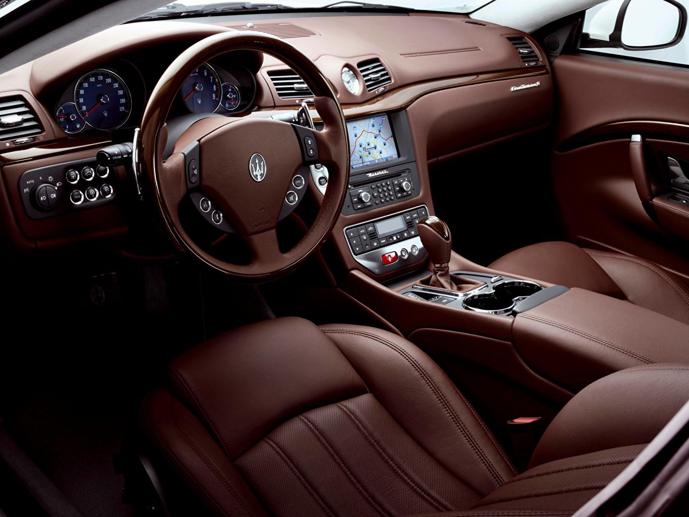 Фотографии Maserati Салоны Автомобильный руль GranTurismo S Automatic, Worldwide, 2009–12 Кожа материал Автомобили Мазерати Рулевое колесо кожаный авто машины машина автомобиль