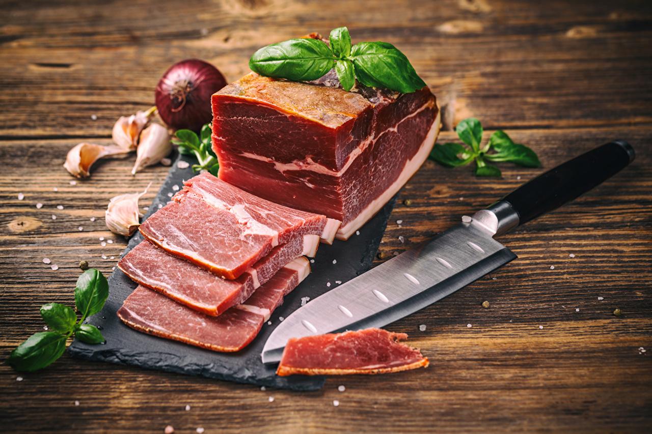 Фотография Лук репчатый Чеснок Ветчина Пища Мясные продукты Доски Еда Продукты питания