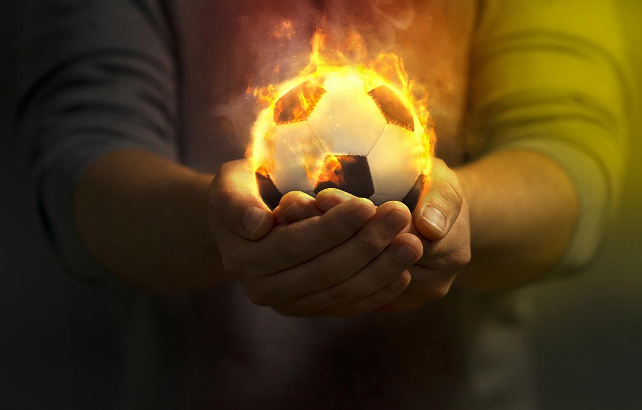 Фотографии Футбол спортивные Огонь Мяч Руки Спорт спортивный спортивная Пламя рука Мячик
