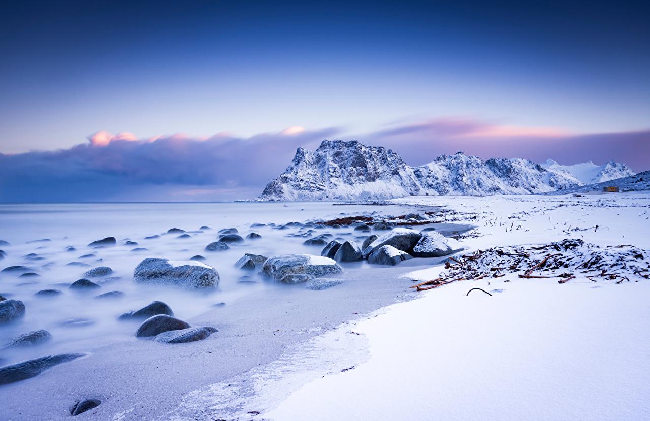 Картинки Лофотенские острова Норвегия Uttakleiv гора Природа Снег Пейзаж Горы снега снегу снеге