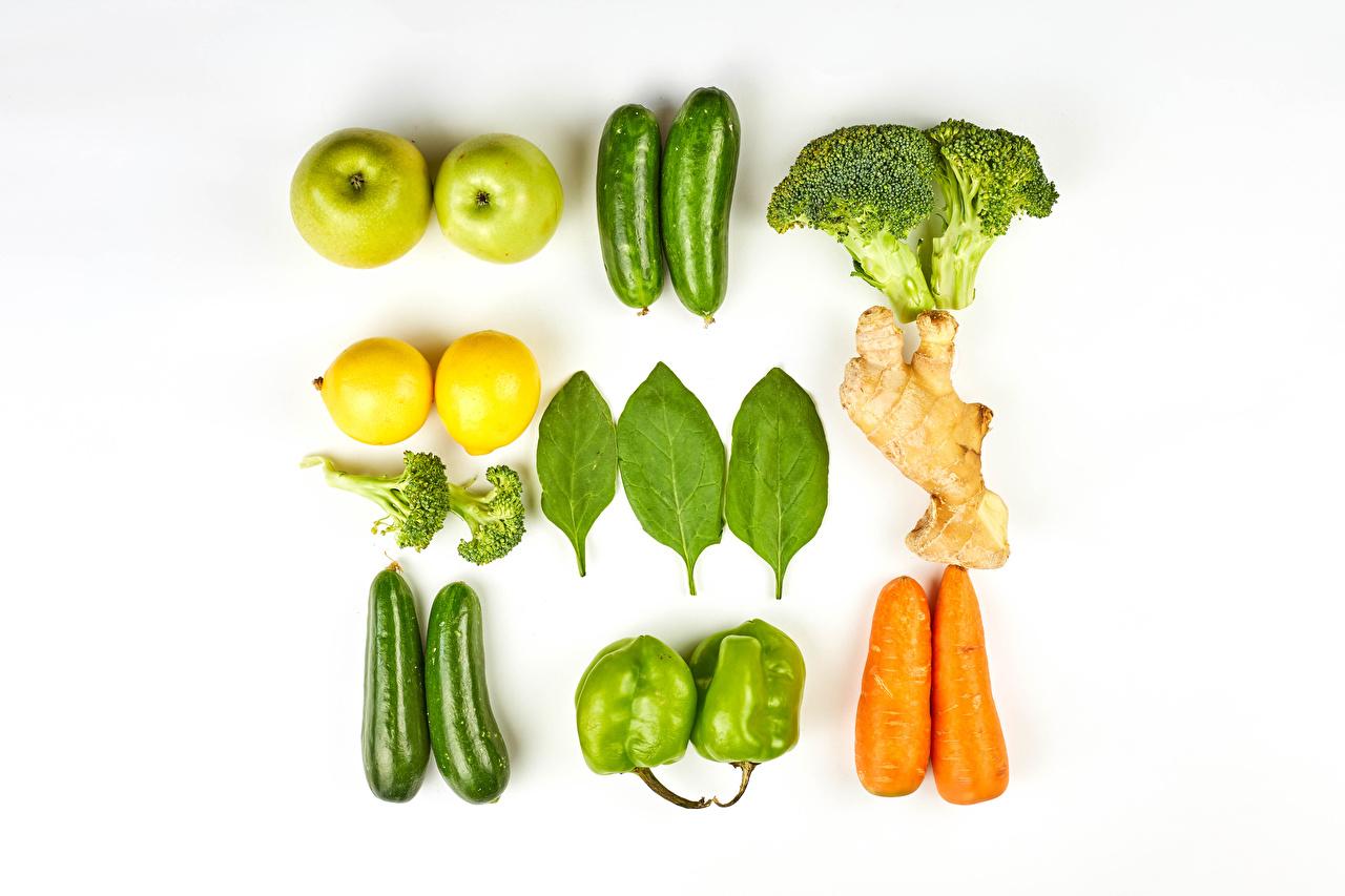 Обои для рабочего стола Кабачок Морковь Яблоки Лимоны Пища Овощи Перец белом фоне кабачки морковка Еда перец овощной Продукты питания Белый фон белым фоном