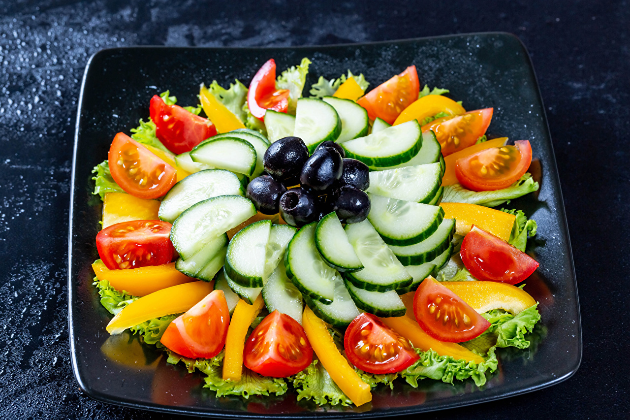 Фото Оливки Огурцы Томаты Овощи Продукты питания Нарезанные продукты Помидоры Еда Пища нарезка