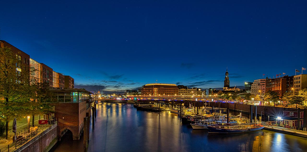 Картинки Города Гамбург Германия Речные суда панорамная ночью Здания город Панорама Дома Ночь в ночи Ночные