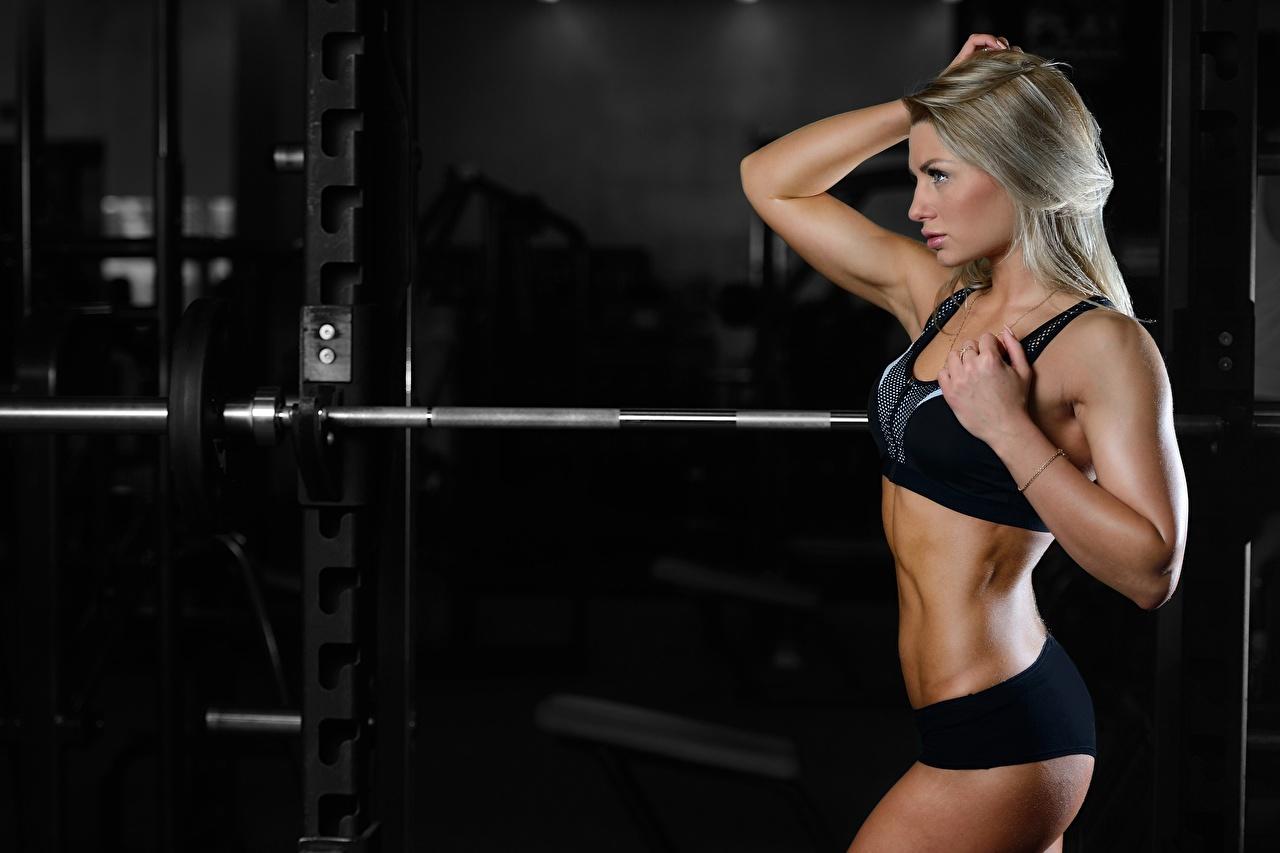 Картинки блондинки спортивный зал Фитнес Штанга Девушки спортивная Блондинка блондинок Спортзал спортзале Спорт штангой девушка спортивные спортивный молодая женщина молодые женщины