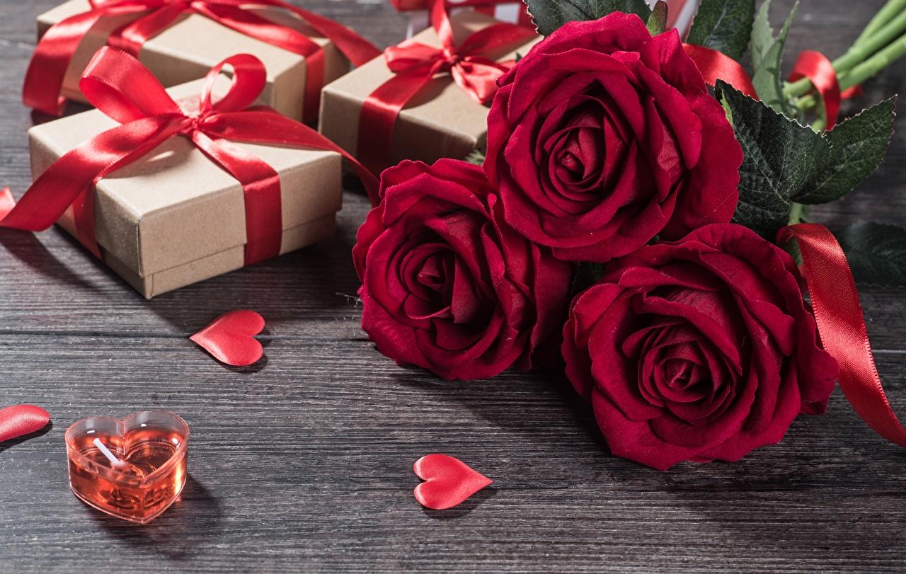 Картинка День святого Валентина Сердце Розы Цветы Подарки