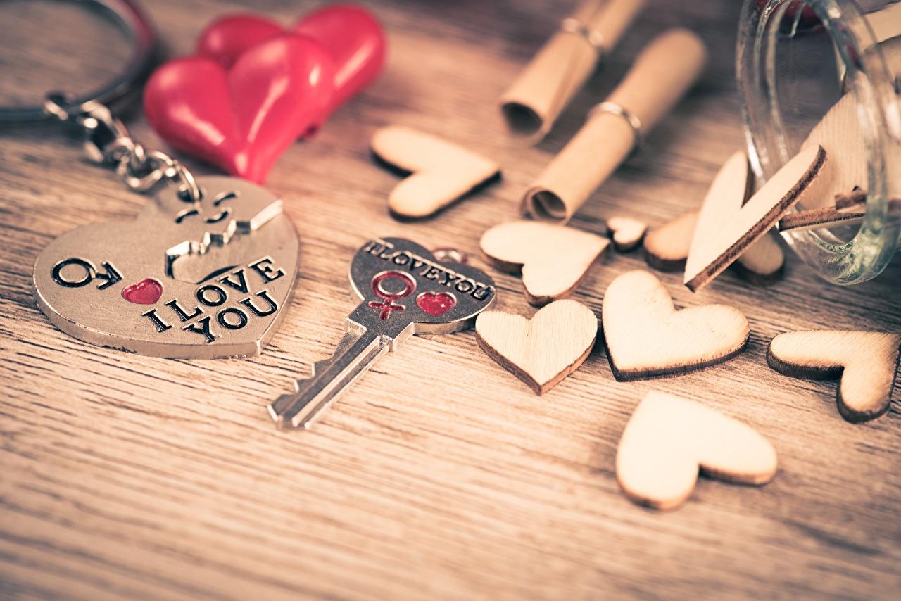 Обои для рабочего стола День всех влюблённых Английский Сердце I love You Слово - Надпись сувениры Замковый ключ День святого Валентина английская инглийские серце сердца сердечко слова текст ключа ключом Сувенир