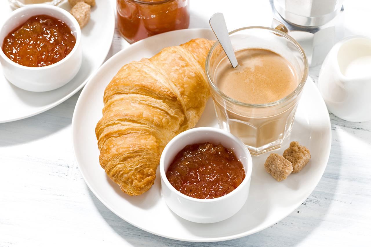 Обои для рабочего стола Сахар Повидло Завтрак Круассан Горячий шоколад стакане Пища тарелке джем сахара Варенье Какао напиток Стакан стакана Еда Тарелка Продукты питания