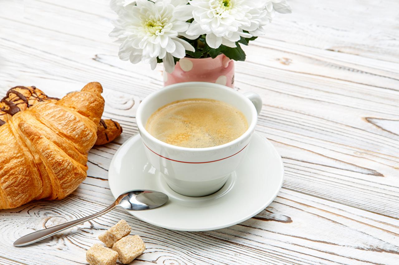 Фотографии Кофе Круассан Чашка ложки Продукты питания Еда Пища Ложка чашке