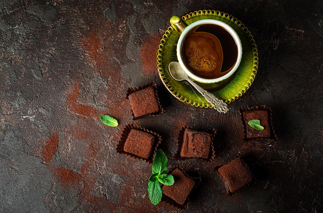 Картинка Шоколад Кофе Конфеты Еда Чашка Ложка блюдца Сверху Пища чашке ложки Блюдце Продукты питания