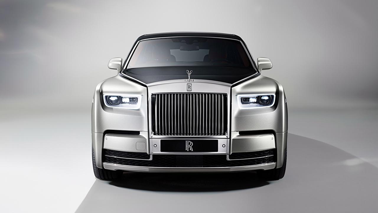 Фотографии Роллс ройс Phantom серебряная Спереди Металлик автомобиль Rolls-Royce серебряный Серебристый серебристая авто машины машина Автомобили