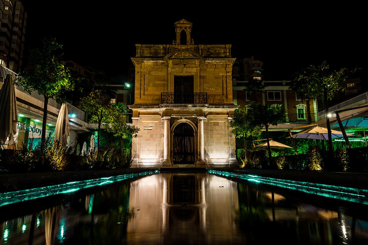 Фотография Испания Capilla de la Virgen del Puerto Malaga Пруд Ночные Дома Города Ночь Здания