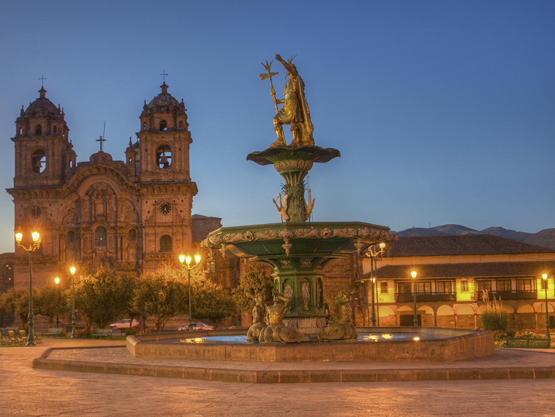 Картинка Церковь Перу Фонтаны Cusco HDR храм Ночь Уличные фонари Здания Города Скульптуры HDRI ночью Храмы в ночи Ночные Дома город скульптура