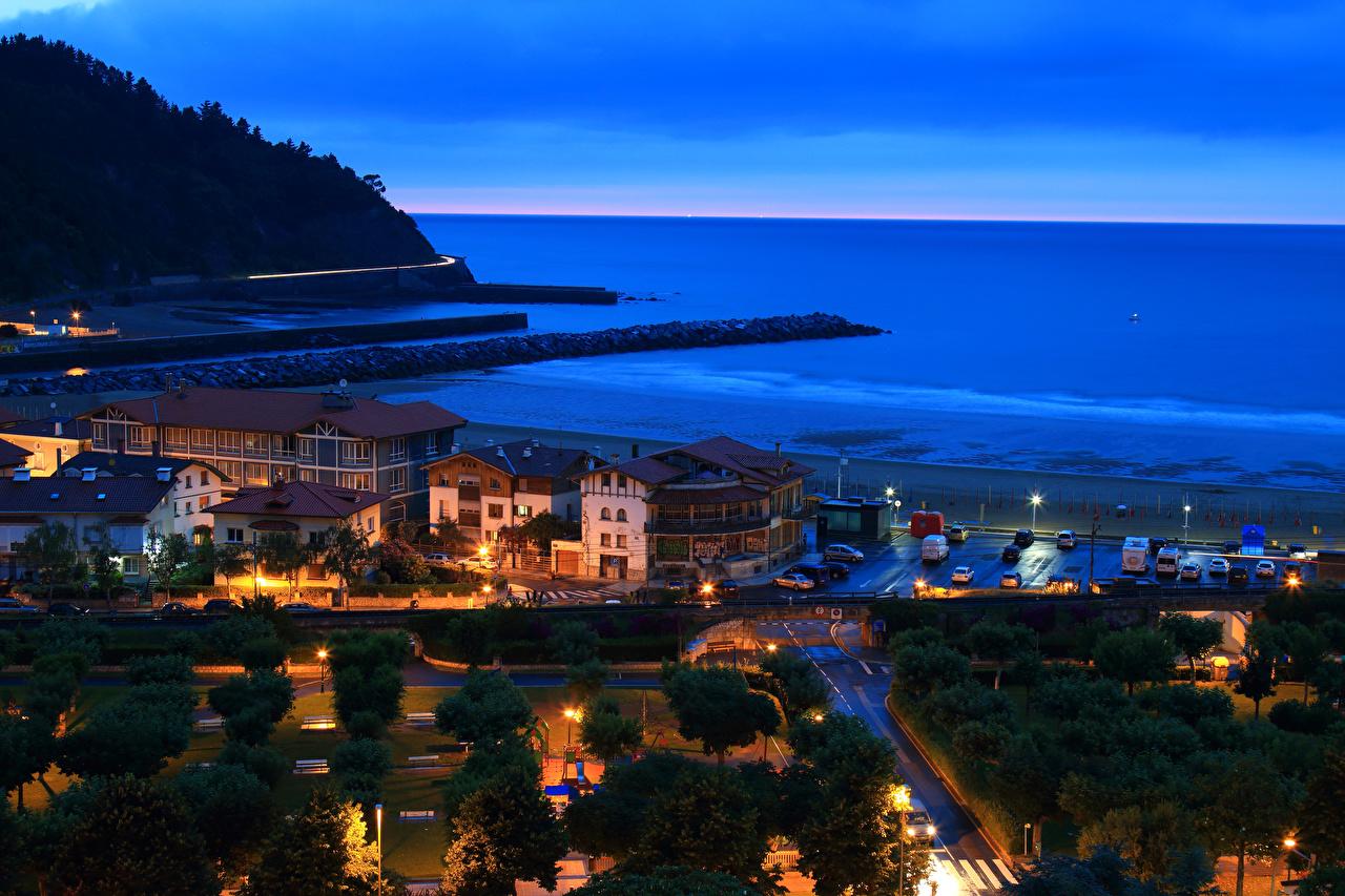 Обои для рабочего стола Испания Deba Basque Country Парки Ночные Побережье Дома Города парк Ночь берег ночью в ночи город Здания