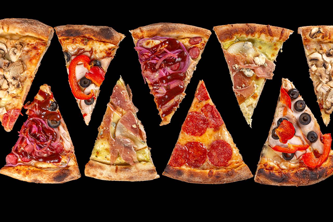 Фотография Пицца Колбаса кусочки Еда Овощи на черном фоне часть Кусок кусочек Пища Продукты питания Черный фон
