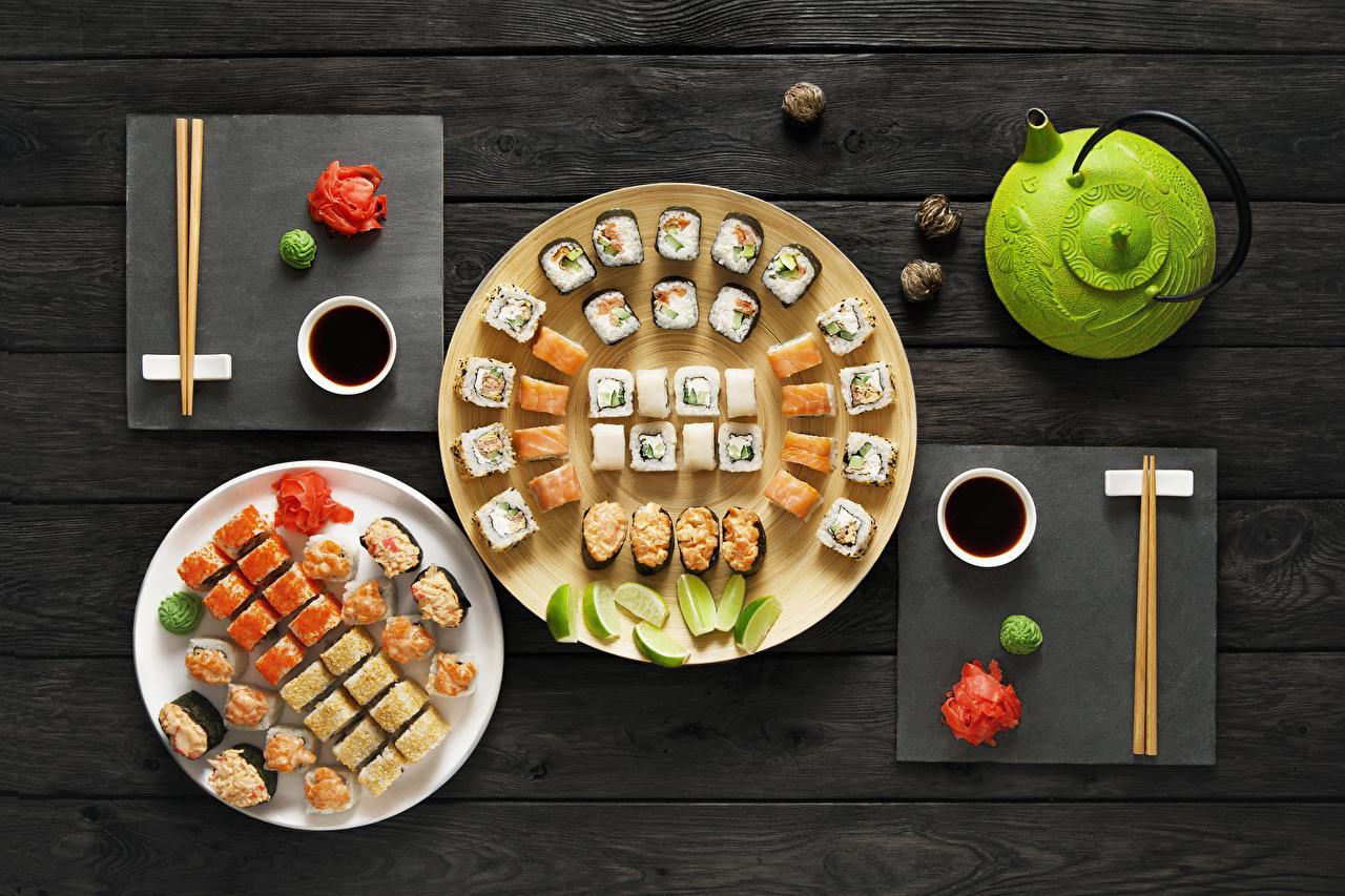 Фотографии Суши Чайник Пища Тарелка Морепродукты Доски суси Еда тарелке Продукты питания