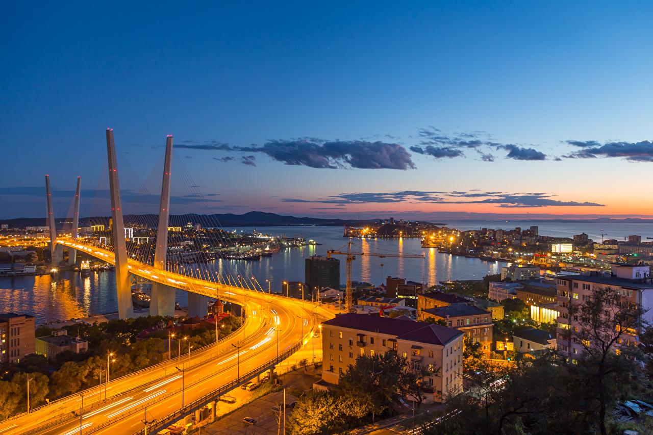 Фотографии Россия Vladivostok, Primorsky Krai Мосты Вечер Залив Уличные фонари Города Здания Дома