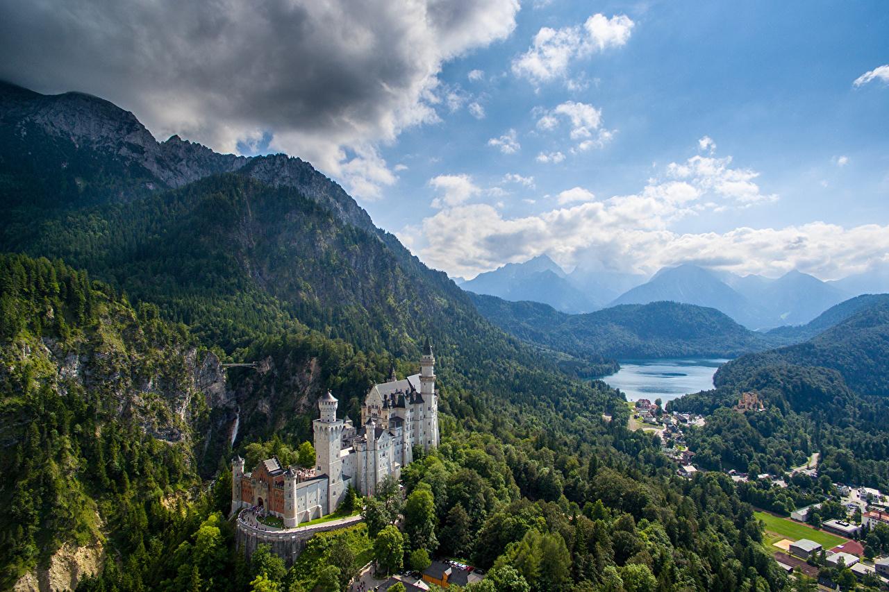 Картинки Бавария Нойшванштайн Горы Замки Природа Небо Пейзаж