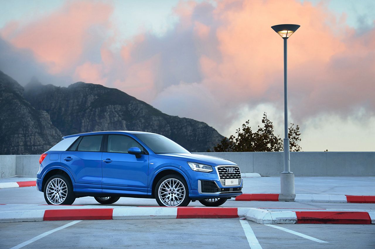 Обои для рабочего стола Audi 2017 Q2 TFSI S line Синий Сбоку Автомобили Ауди синяя синие синих авто машины машина автомобиль