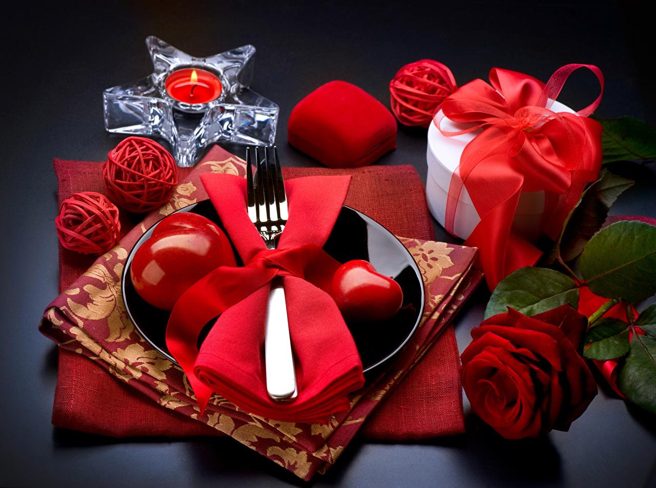Картинки День всех влюблённых серце роза Красный подарок Свечи Тарелка День святого Валентина Сердце сердца сердечко Розы красная красные красных Подарки подарков тарелке