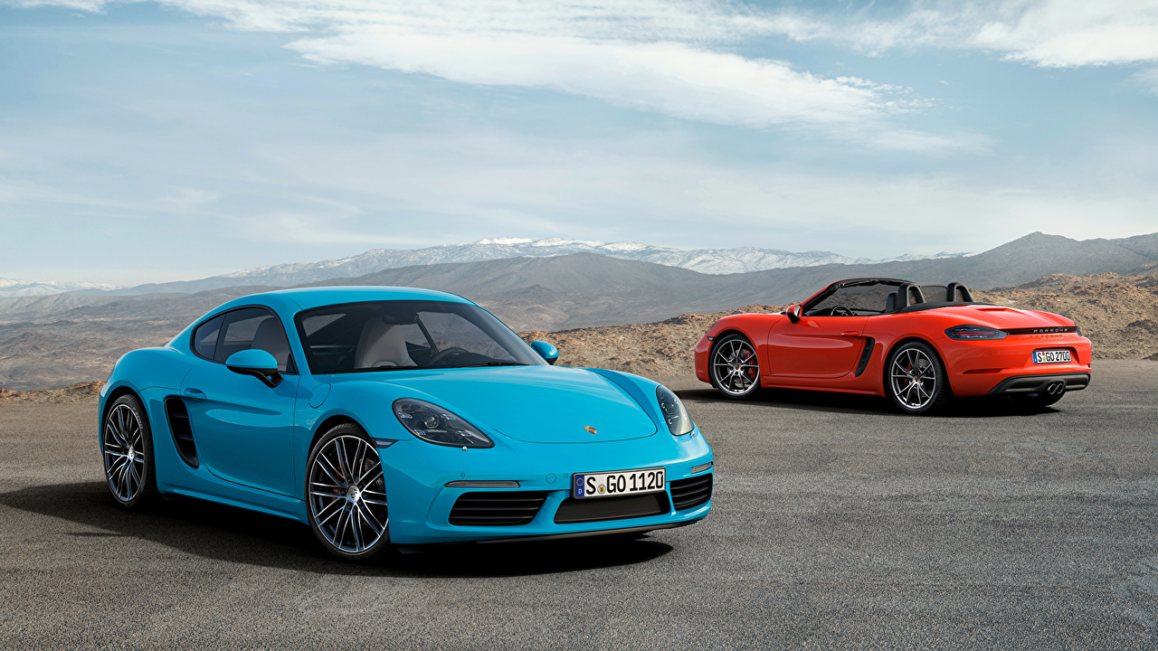 Картинки Порше 2016 718 Cayman S Двое голубые автомобиль Porsche 2 два две вдвоем голубая Голубой голубых авто машины машина Автомобили