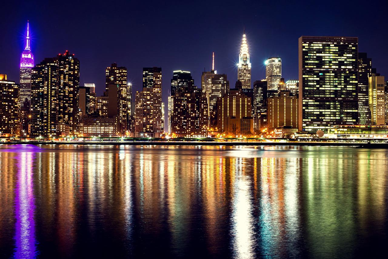 Картинки Нью-Йорк США Реки ночью Небоскребы Дома Города штаты Ночь речка в ночи Ночные Здания