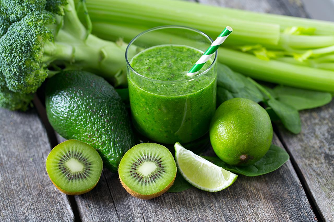 Обои для рабочего стола Киви Смузи зеленых Лайм стакана Авокадо Пища Доски Зеленый зеленые зеленая Стакан стакане Еда Продукты питания