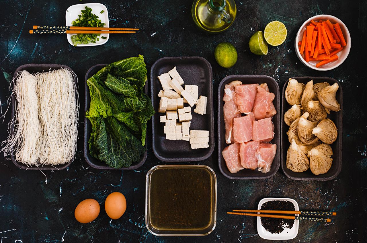 Фотографии Яйца Лайм Морковь Сыры Грибы Еда Овощи Палочки для еды Мясные продукты Пища Продукты питания