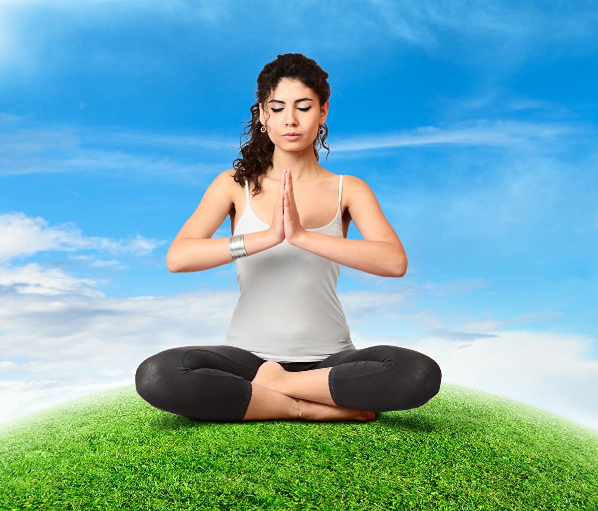 Фото Поза лотоса Шатенка Йога Физические упражнения Девушки Руки Сидит Тренировка сидящие