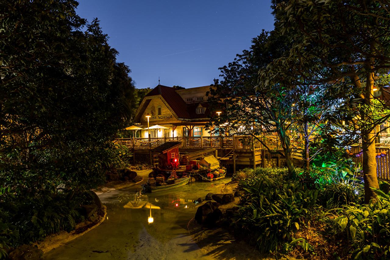 Картинки Диснейленд Япония Природа Пруд Парки Ночные Здания Деревья Дизайн Ночь Дома