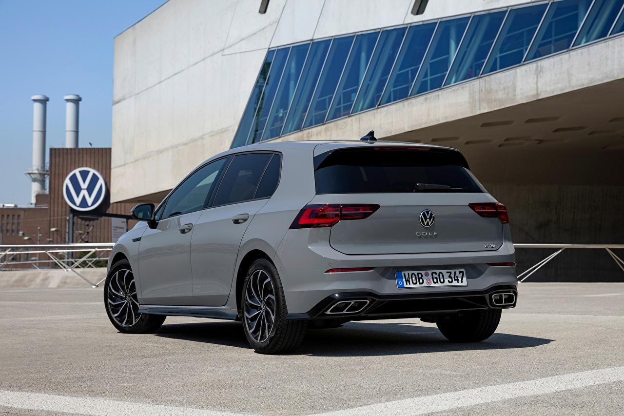 Картинки Фольксваген Golf eTSI R-Line, 2020 серая Сзади Металлик автомобиль Volkswagen серые Серый авто машина машины вид сзади Автомобили