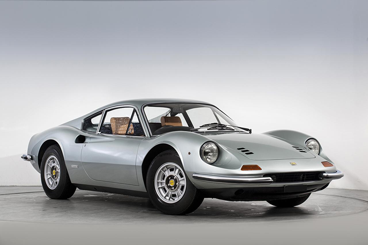 Обои для рабочего стола Автомобили Тюнинг 1971-74 Dino 246 GT UK-spec (Tipo 607E) Pininfarina винтаж серебристая авто машина машины автомобиль Стайлинг Ретро старинные серебряный серебряная Серебристый