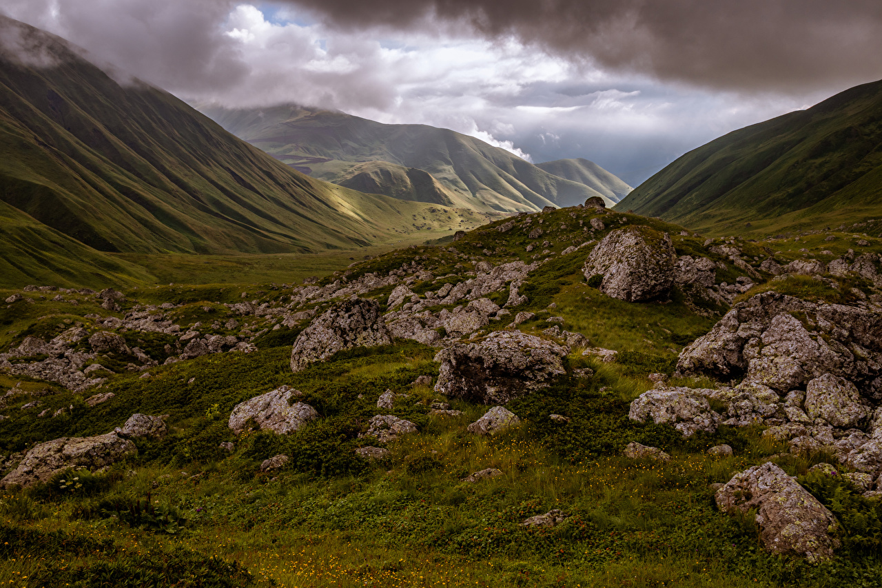 Картинки Грузия Mzcheta-Mtianeti Горы Природа Камень Облака гора Камни облако облачно