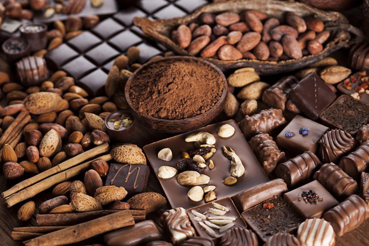 Фотография Шоколад Конфеты Какао порошок Корица Пища Орехи Сладости Еда Продукты питания сладкая еда